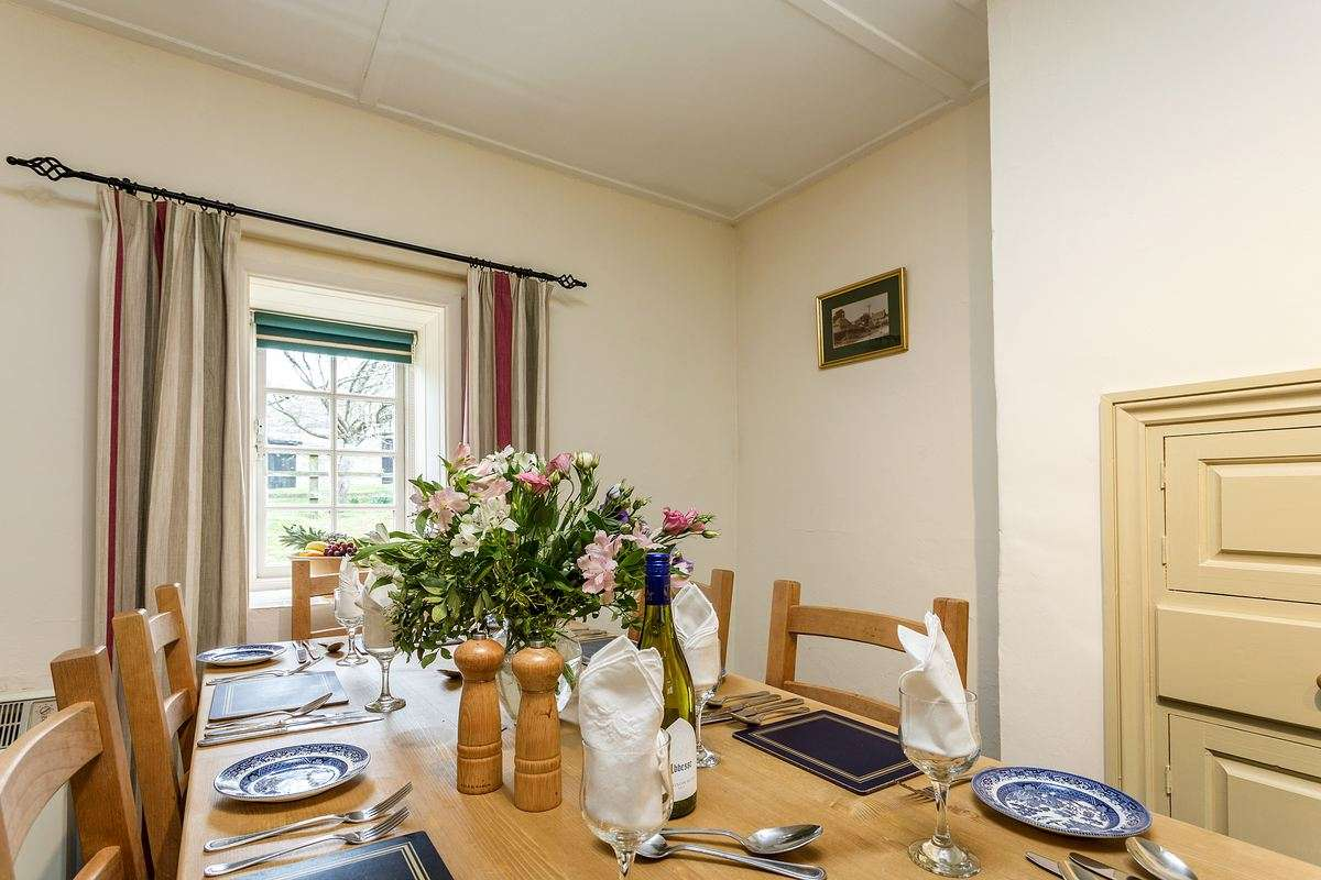 Weymouth holiday cottage dining area